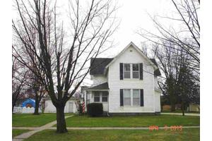 112 W Howard St, Manchester, IA 52057
