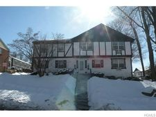 135 Parkside Dr, Suffern, NY 10901