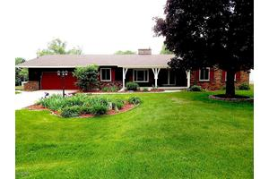 607 S David Dr, Greenville, MI 48838