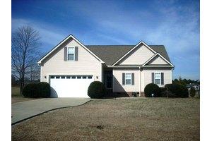 604 Foxwood Dr, Goldsboro, NC 27530