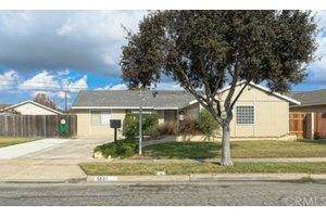 5631 Riviera Dr, Huntington Beach, CA 92647