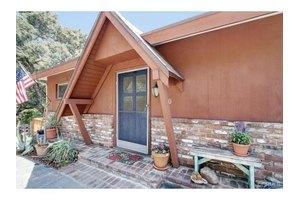 190 Vista Circle Dr, Sierra Madre, CA 91024