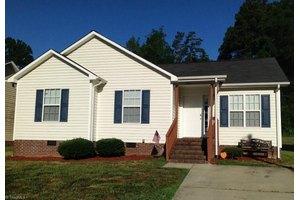 1102 E Side Dr, Greensboro, NC 27406