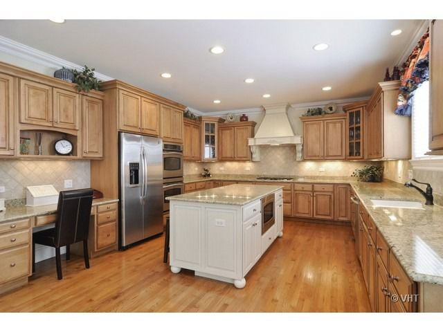 812 n fernandez ave arlington heights il 60004 realtor for Kitchen cabinets 60004