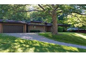 3104 Nob Hill Rd, Zanesville, OH 43701