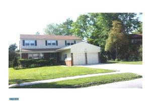 17 N Syracuse Dr, Cherry Hill, NJ 08034