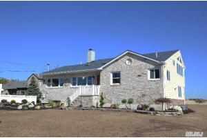 497 Grove Ave, Patchogue, NY 11772