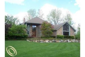 1029 Beach Island Ct, White Lake Twp, MI 48383