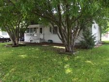 309 Washington St, Hills, IA 52235