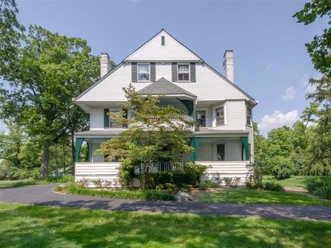 30 W Fountain Ave, Glendale, OH 45246