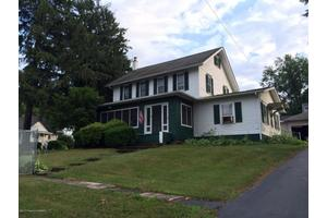 8 W Center St, Shavertown, PA 18708