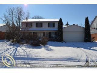 3085 Baypoint Dr, Rochester Hills, MI
