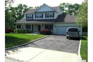 50 James Hawkins Rd, Moriches, NY 11955