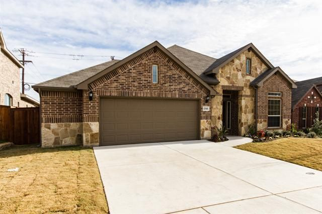 12940 parade grounds ln fort worth tx 76244 for Kitchen cabinets 76244