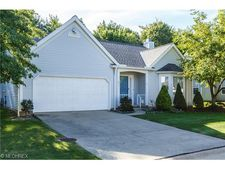 371 Pebblebrook Dr, Willoughby Hills, OH 44094