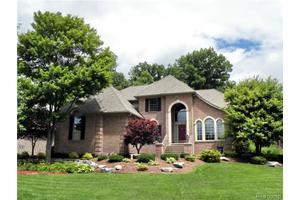 5661 Golf Pointe Dr, Independence Twp, MI 48348