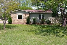 2126 Sansom Cir, River Oaks, TX 76114