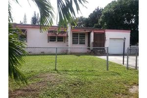 1100 NW 149th Ter, Miami, FL 33168