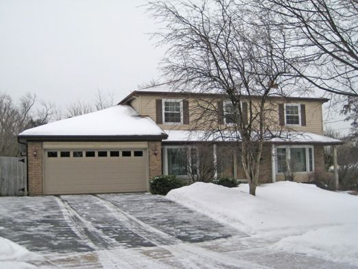136 Pond Ridge Rd Libertyville, IL 60048