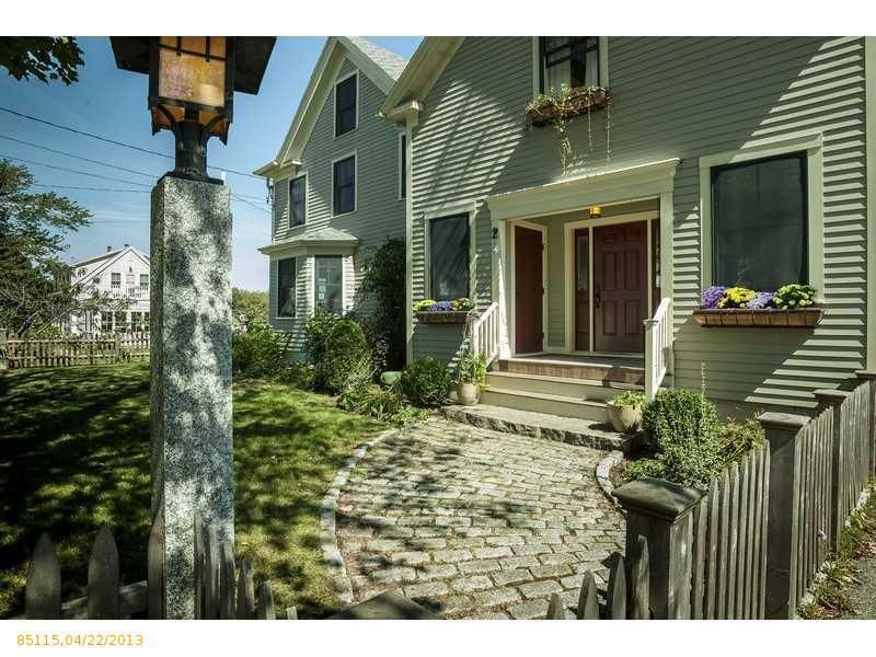 kennebunkport singles Search condos for sale in kennebunkport, me to find that perfect real estate property for your primary residence or second home in kennebunkport, me.