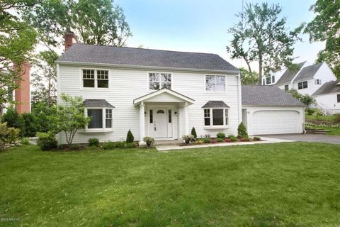 22 Roosevelt Ave, Old Greenwich, CT 06870