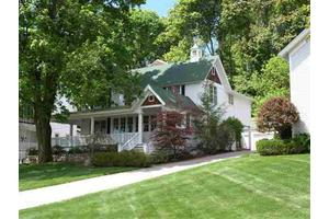 410 W 4th St, Harbor Springs, MI 49740