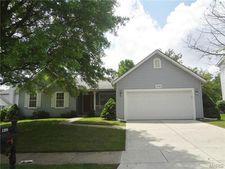 1208 Riverwood Place Dr, Florissant, MO 63031