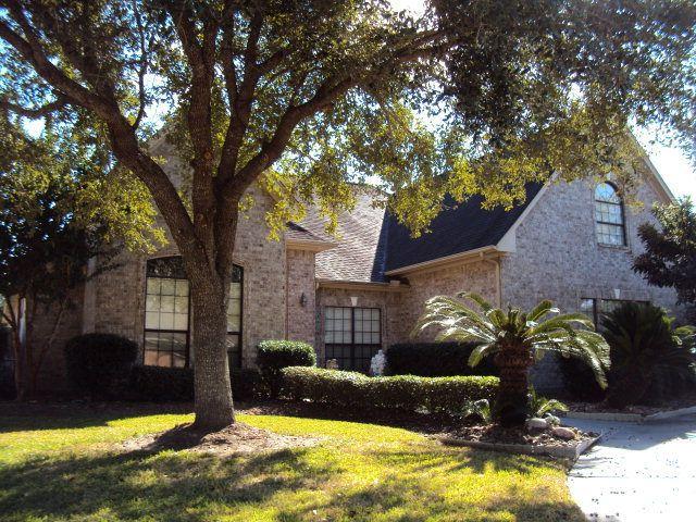 704 Heritage Oaks Dr, Angleton, TX 77515