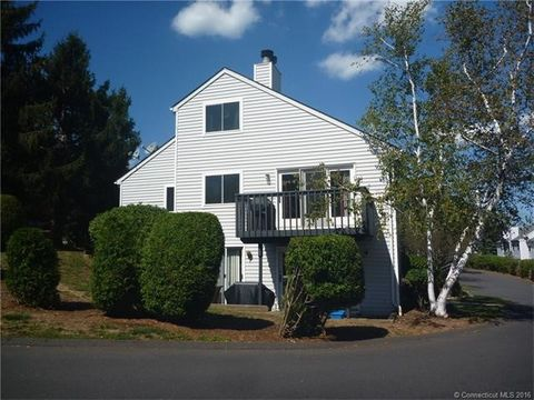 3 Midway Dr, Cromwell, CT 06416