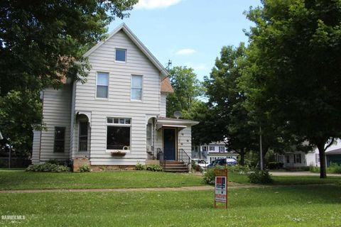 300 Holcomb Ave, Milledgeville, IL 61051
