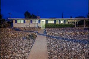 7042 E Elbow Bay Dr, Tucson, AZ 85710