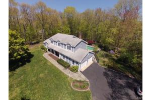 2 Singing Woods Ct, Norwalk, CT 06850