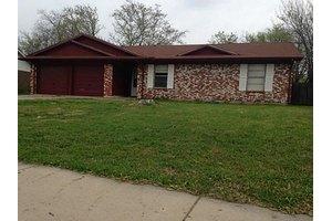 530 W Ferndale Ln, Grand Prairie, TX 75052