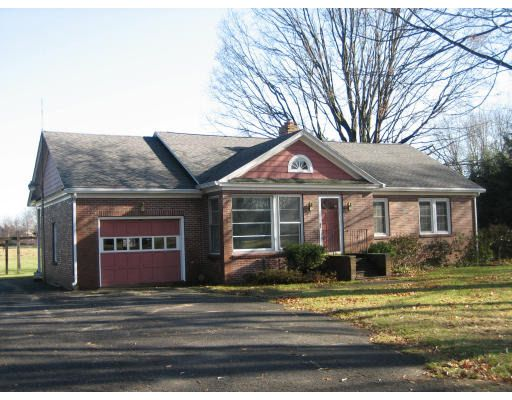 32 Middle St, Hadley, MA 01035