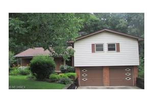 2353 Thurmont Rd, Akron, OH 44313