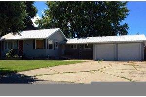 9283 N Maple St, Hayden, ID 83835