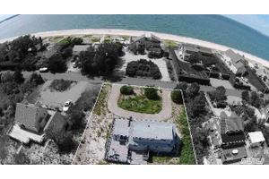 106 Cold Spring Point Rd, Southampton, NY 11968