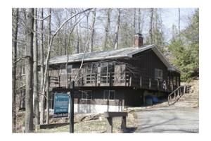 11 Alan Rd, Danbury, CT 06810