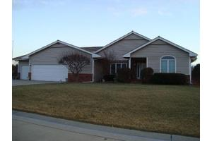 915 Tall Grass Dr, McPherson, KS 67460