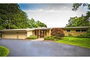 1640 Hammond Ct, Bloomfield Hills, MI 48304