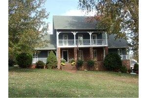 2011 Ridgefield Rd, Johnson City, TN 37601