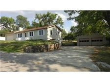 7911 Arnote Rd, Pleasant Valley, MO 64068