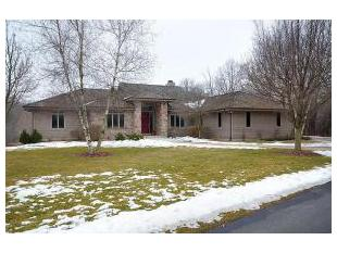 34195 Lost Woods Ct, Oconomowoc, WI