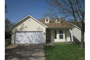120 Woodlake Ct, Lake St Louis, MO 63367