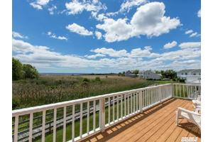 27 Spinnaker Ct, East Patchogue, NY 11772