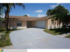 5655 Lincoln Cir E, Lake Worth, FL 33463