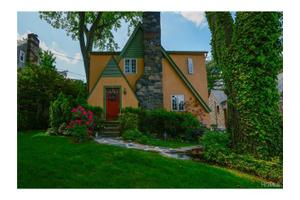 4 Tudor Ln, Scarsdale, NY 10583