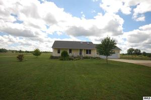4111 E Berry Rd, Pleasant Lake, MI 49272