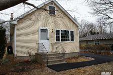 33 Strafford St, Mastic, NY 11950
