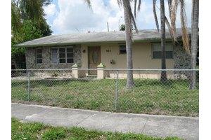 905 S Ridge St, Lake Worth, FL 33460